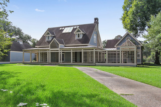 Contemporary Acadian Home For Sale at Auction in Alexandria, LA