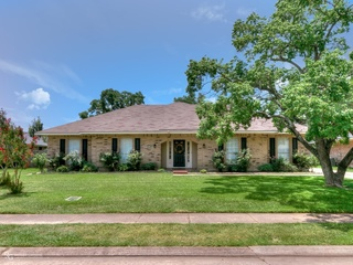 HOME FOR SALE AT AUCTION IN BOSSIER CITY, LA