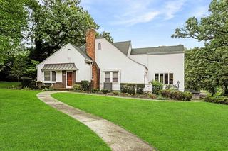 Spacious 1.5 Story on Corner .96 Acre Lot | Village of the Oaks