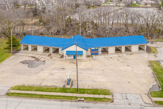Owner Ordered Auction | Updated & Fully Operational 9-Bay Car Wash | Raytown, MO |  Opening Bid Only $50,000
