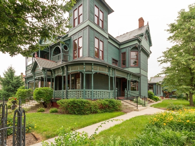 Noblesville victorian house for sale auctions indianapolis for Large victorian homes for sale