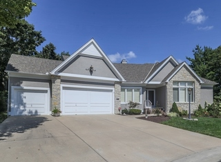GONE! Relocation Auction:  Lovely, Move-in Ready, 4 Bedroom, Reverse 1.5 Story Villa on Quiet Cul-de-sac in Coveted Maintenance Provided Nottingham by the Lake, Overland Park, Kansas - For Sale at Auction